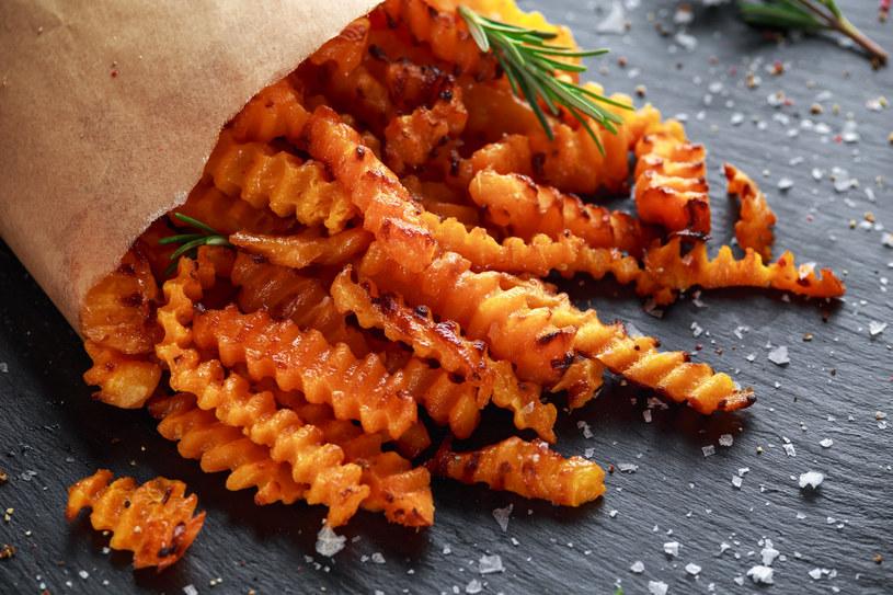 Frytki dyniowe jedz solo lub podawaj do dania głównego /123RF/PICSEL