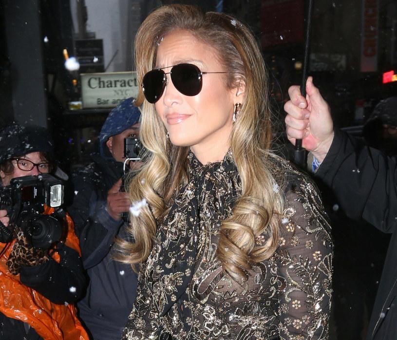 Fryzjer Jennifer Lopez przekonuje, że hitem sezonu będą fale w stylu Barbie /London Ent/ Splash News /East News