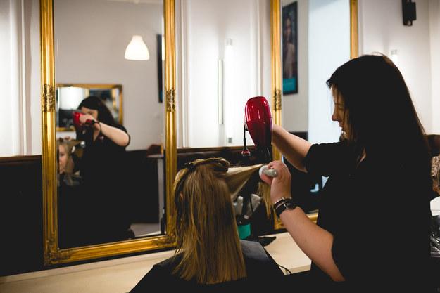 Fryzjerki palą się do pracy /Magdalena Grajnert /RMF FM