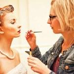 Fryzura i makijaż w stylu vintage