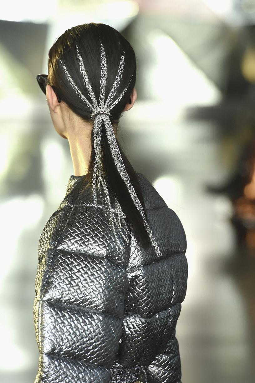 Fryzura stworzona przez profesjonalistów TRESemmé na pokaz Christiana Siriano /materiały promocyjne