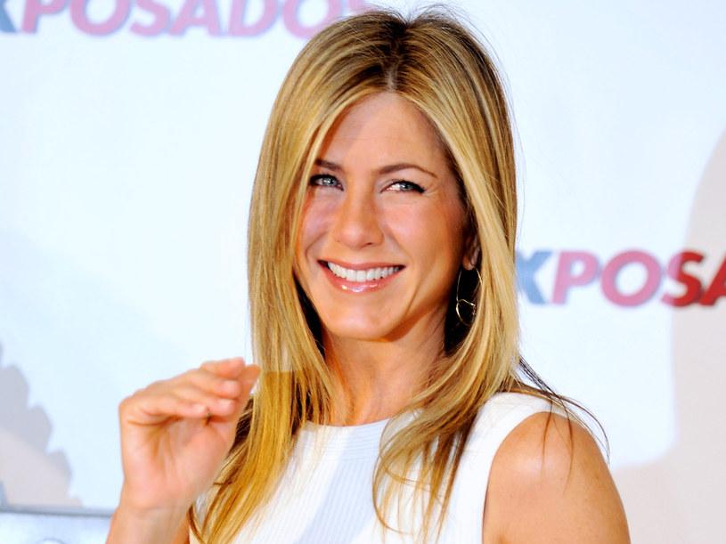 Fryzurę jaką ma Jennifer Aniston można zrobić prostując na szczotce  /Getty Images/Flash Press Media