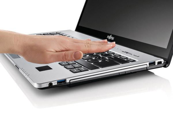 Fujitsu Lifebook S935 /materiały prasowe