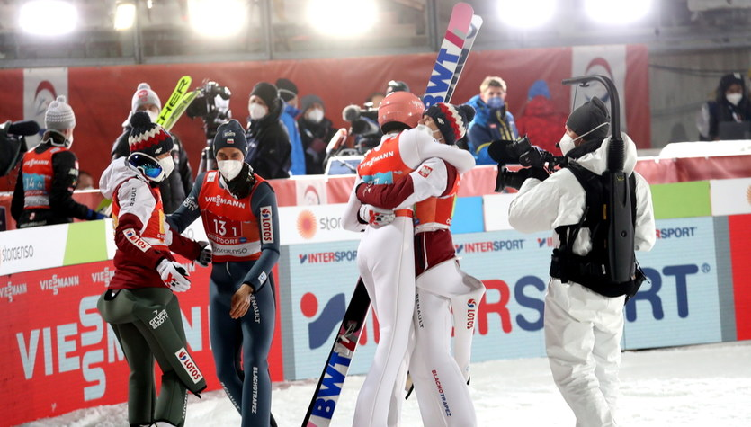 """""""Full ogień, zostawiliśmy serce na skoczni"""". Polscy zawodnicy o sukcesie w Oberstdorfie"""