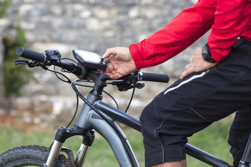 Funkcje bezpieczeństwa znajdą się w elektrycznych rowerach /123RF/PICSEL