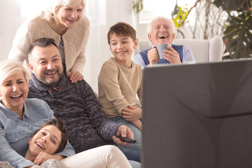 Funkcje Smart TV zamieniają telewizor w multimedialne centrum rozrywki /123RF/PICSEL