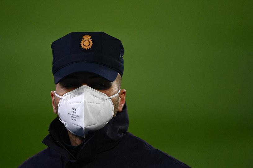 Funkcjonariusz hiszpańskich służb; zdj. ilustracyjne /AFP