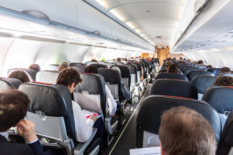 Funkcjonariusze straży granicznej z placówki we Wrocławiu-Strachowicach podjęli interwencję na pokładzie samolotu, który przyleciał z Londynu do Wrocławia /123RF/PICSEL