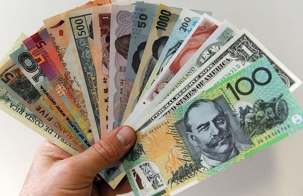 Funt pod presją dolar pewniakiem /AFP
