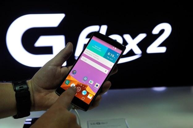 G Flex 2 ma wygięty, ale nie elastyczny ekran /AFP