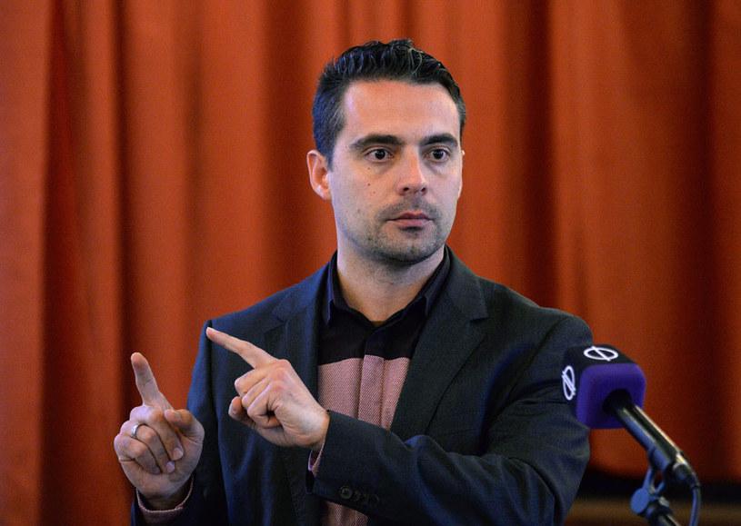 Gabor Vona: Na Węgry nie powinno się wpuszczać ani biednego imigranta, ani bogatego imigranta /AFP
