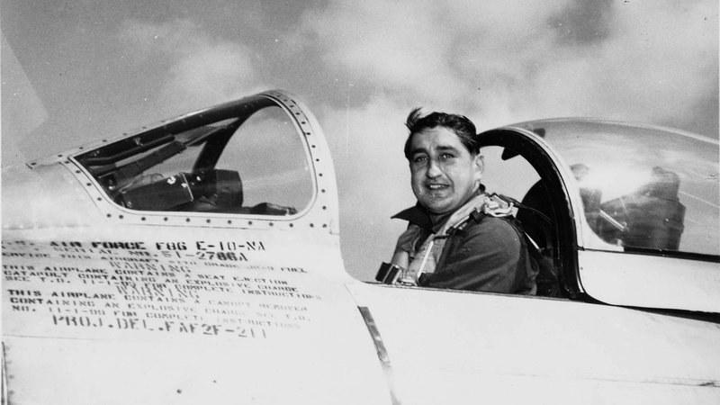 Gabreski w czasie wojny w Korei w swoim F-86 Sabre /Getty Images/Flash Press Media