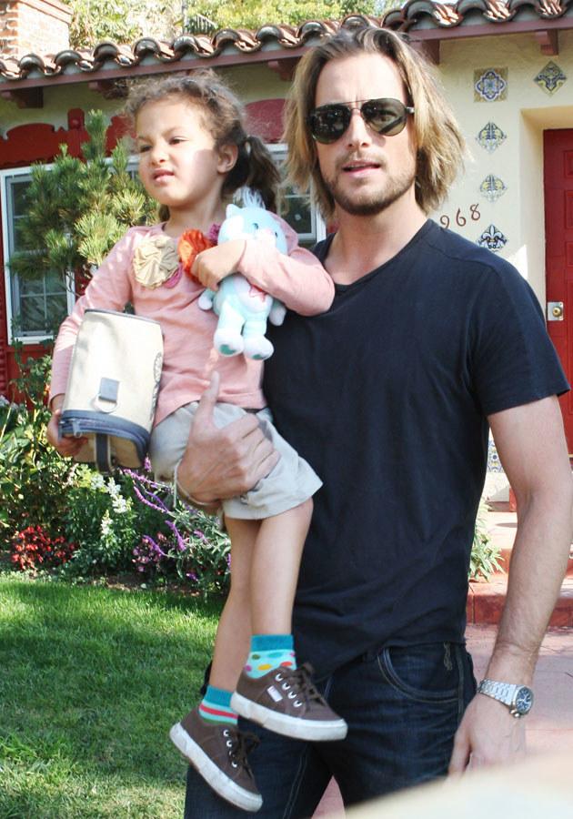 Gabriel Aubry z córką swoją i Halle Berry, Nahlą. /Splashnews