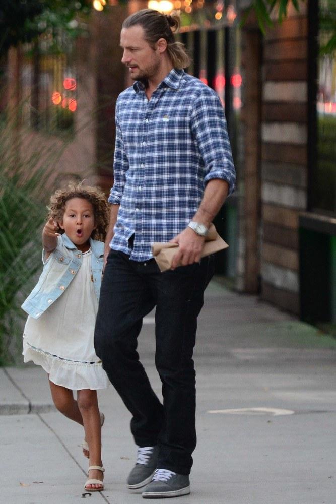 Gabriel Aubry z córką /- /East News