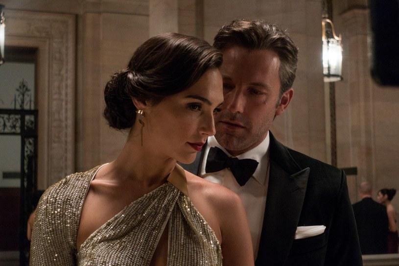 """Gal Gadot i Ben Affleck w filmie """"Batman v Superman: Świt sprawiedliwości"""" /Warner Bros /materiały prasowe"""