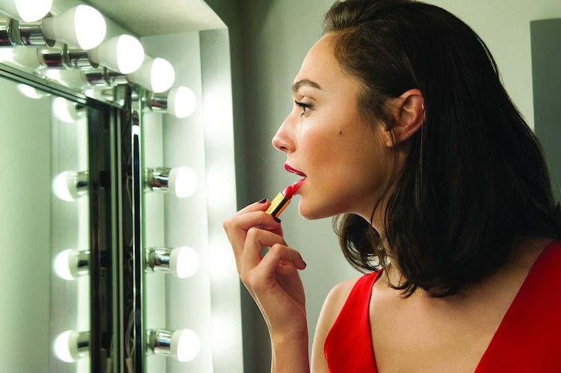 Gal Gadot została nową, międzynarodową ambasadorką marki Revlon /materiały promocyjne