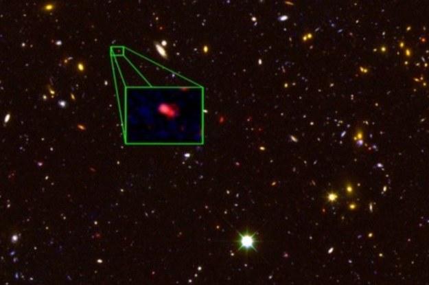 Galaktyka z8_GND_5296 znajduje się w odległości ok. 30 mld lat świetlnych od Ziemi /NASA