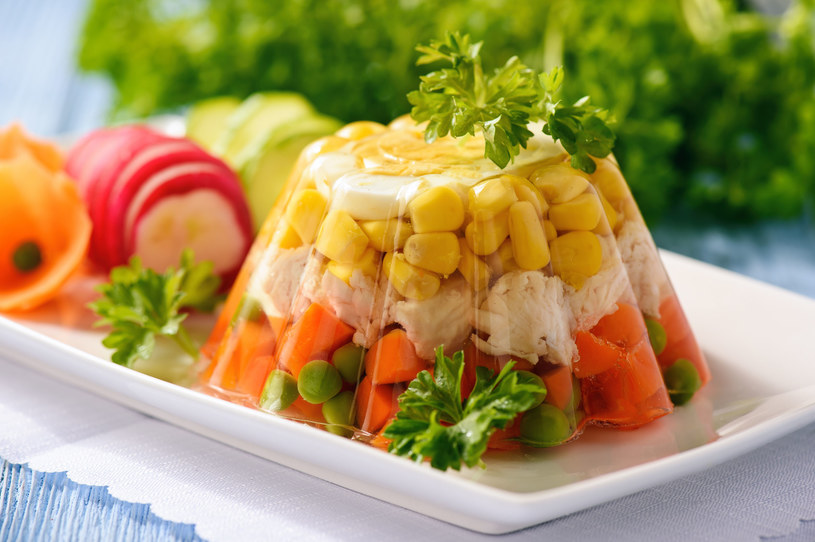 Galaretka z mięsem i warzywami /123RF/PICSEL