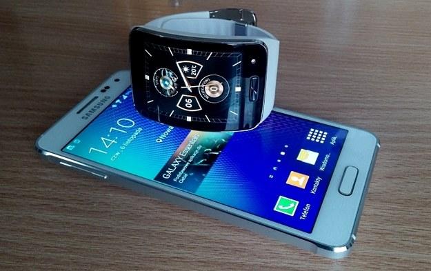 Galaxy Alpha świetnie współgra ze smartwatchem Samsung Gear S /INTERIA.PL