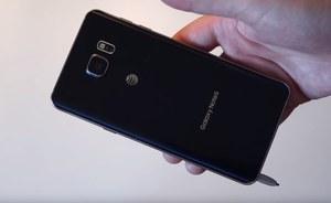 Galaxy Note 5 - odwrotne umieszczenie rysika uszkodzi telefon?
