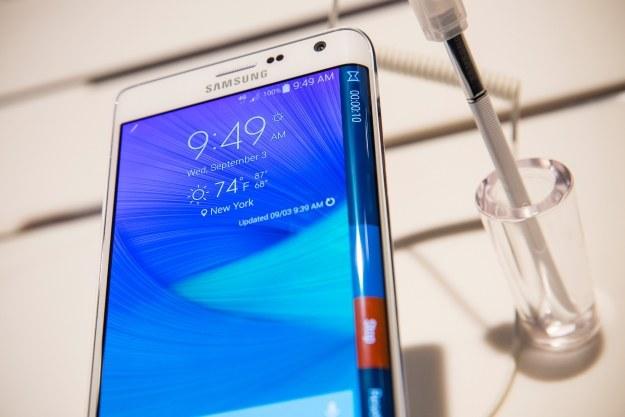 Galaxy S6 będzie zakrzywiony z obu stron /AFP