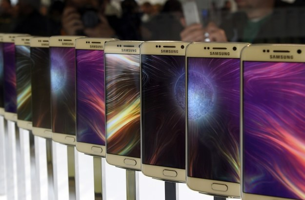 Galaxy S6 w cenie iPhone'a 6 /AFP
