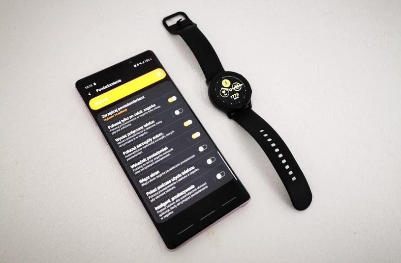 Galaxy Watch Active i aplikacja Samsunga, z którą łączy się zegarek /INTERIA.PL