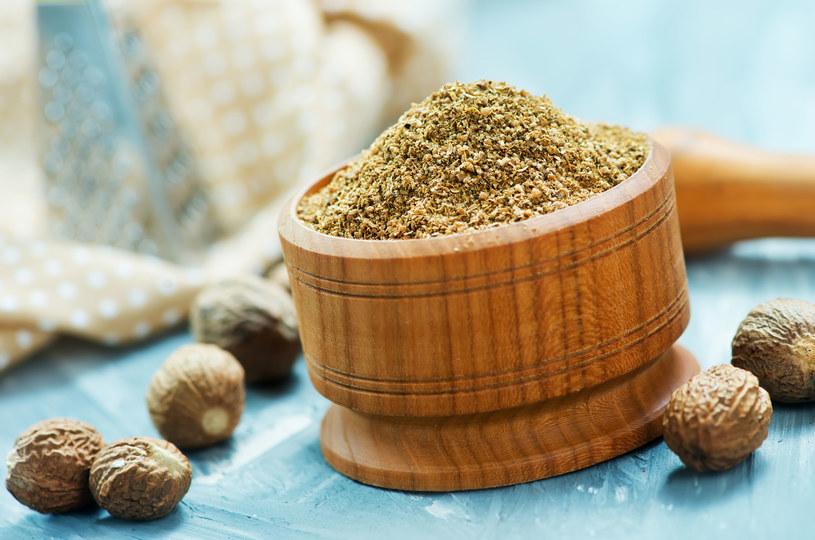 Gałka muszkatołowa zawiera składniki odżywcze. Białko, tłuszcz, węglowodany, błonnik oraz witaminy /123RF/PICSEL