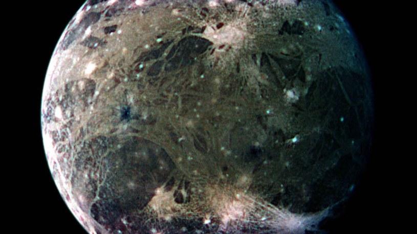Ganimedes uchwycony przez sondę Galileo /NASA