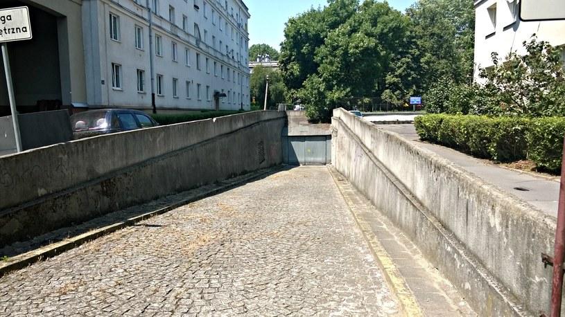 Garaż podziemny na os. Centrum A jest w rzeczywistości dawnym schronem przeciwatomowym /INTERIA.PL