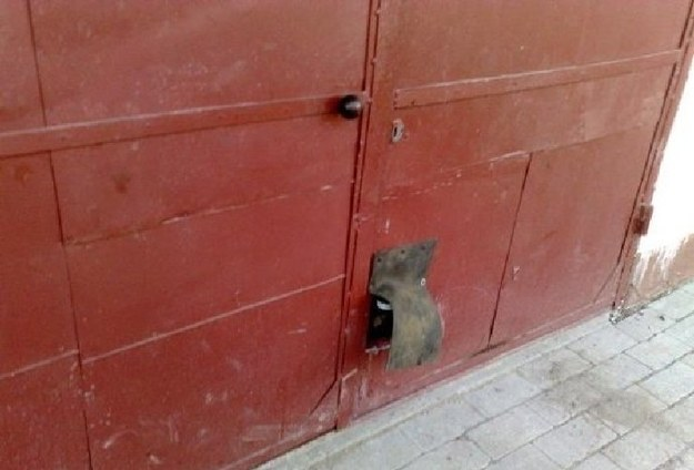 Garaż z miejscem na hak.