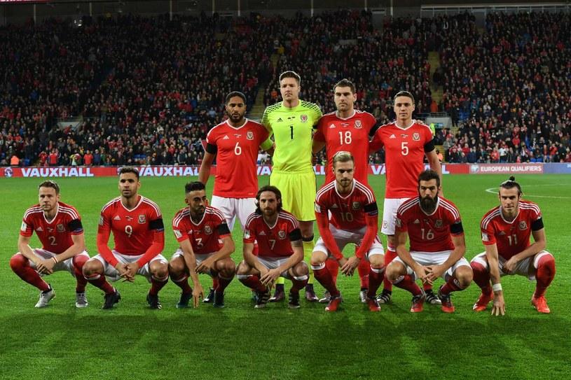 Gareth Bale (pierwszy z prawej w dolnym rzędzie) tym razem nie pomoże Walijczykom /AFP