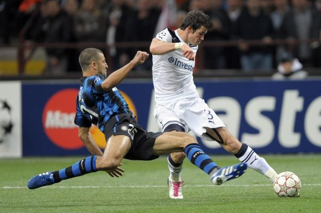 Gareth Bale w meczach z Interem mijał włoskich obrońców niczym tyczki slalomowe /AFP