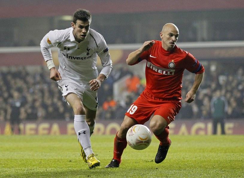 Gareth Bale z Tottenhamu i Esteban Cambiasso z Interu /AFP
