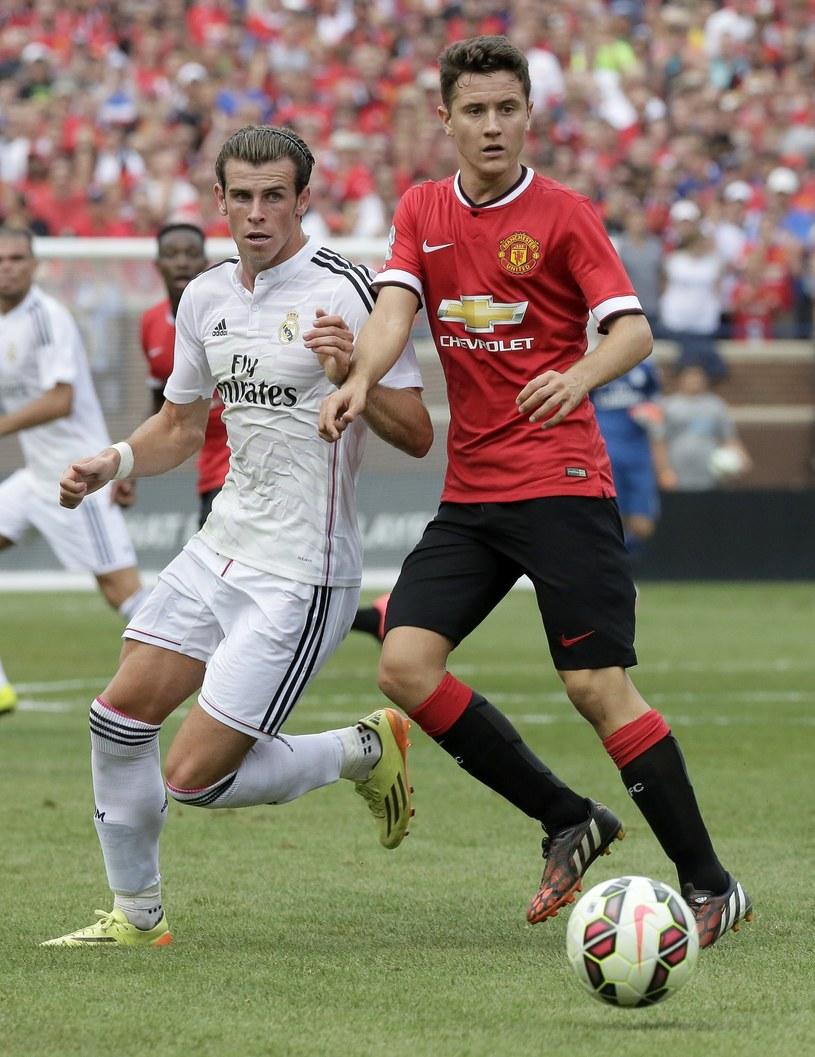 Garethe Bale (z lewej) w walce o piłkę z Anderem Herrerą z Manchesteru United. Czy wkrótce zostaną klubowymi kolegami? /Duane Burleson /AFP