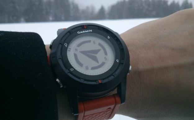 Garmin fēnix - funkcja kompasu. Ten zegarek GPS sprawdza się dobrze, ale to produkt dla określonej grupy odbiorców /INTERIA.PL