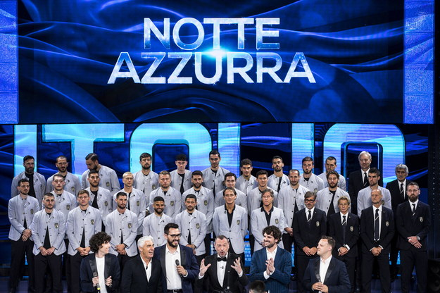 Garnitury dla piłkarzy reprezentacji Włoch zaprojektował Giorgio Armani /ANGELO CARCONI /PAP/EPA