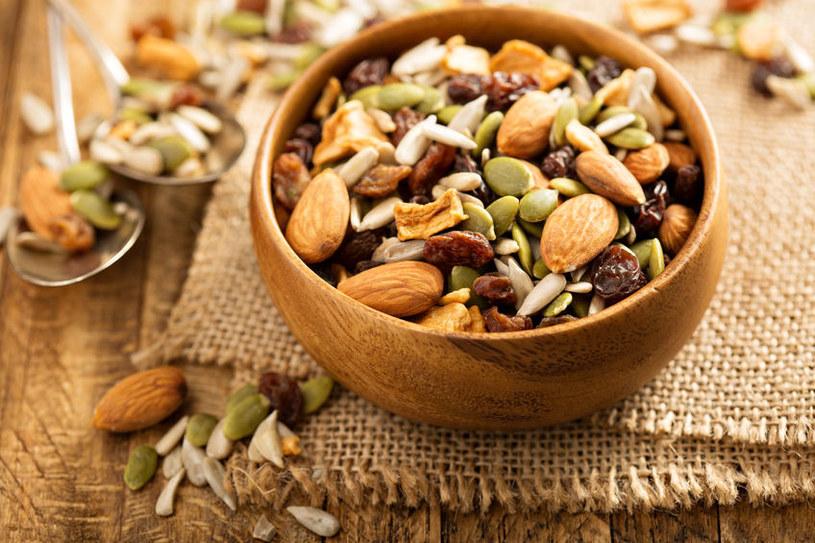 Garść orzechów powinna znaleźć się w codziennej diecie /123RF/PICSEL