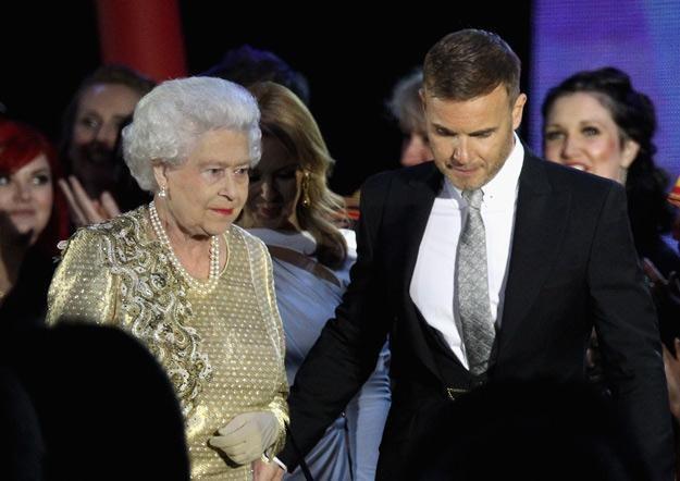 Gary Barlow obok królowej Elżbiety II - fot. Dan Kitwood /Getty Images/Flash Press Media