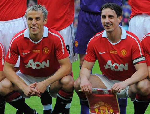Gary Neville (z prawej) i Phil Neville /AFP