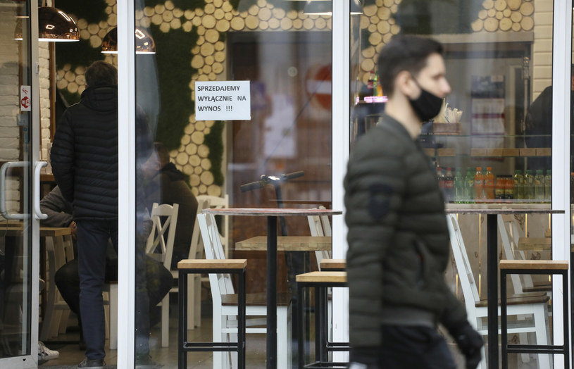 Gastronomia działa wyłącznie na wynos /Jakub Kaminski/East News /East News