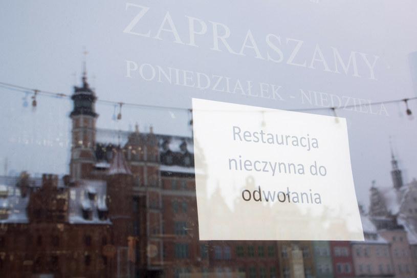 Gastronomia z pomocą, ale czeka na otwarcie. /Wojciech Stróżyk /Reporter