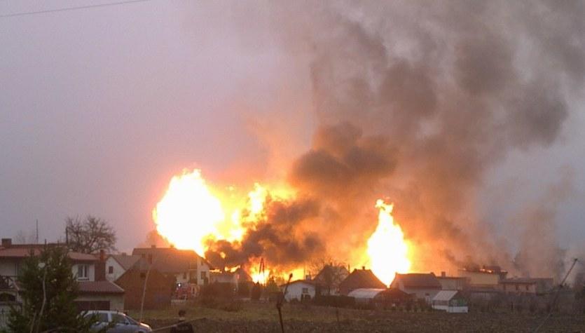 Gaszenie pożaru po wybuchu gazu w Jankowie Przygockim może potrwać do rana