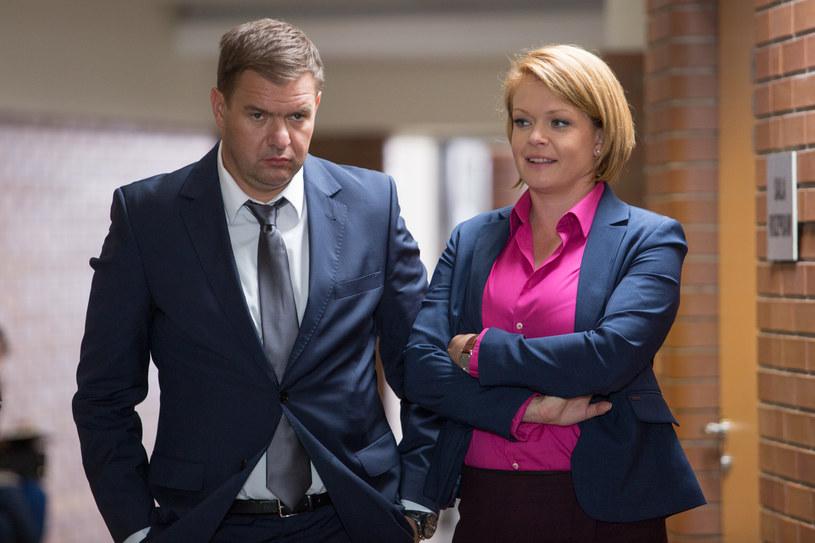 Gawronowie nie potrafią odnaleźć się w sytuacji, gdy media przypuściły na nich frontalny atak. /x-news / Agnieszka K. Jurek /TVN