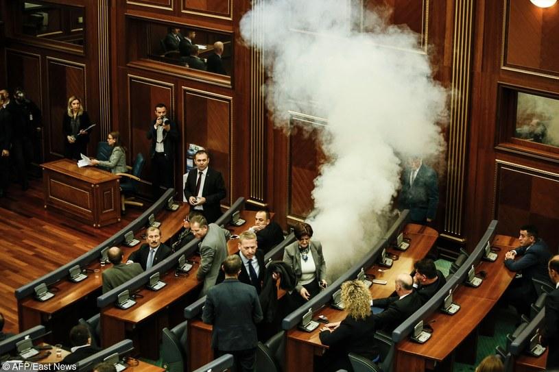 Gaz rozpylony w parlamencie Kosowa /STR /East News