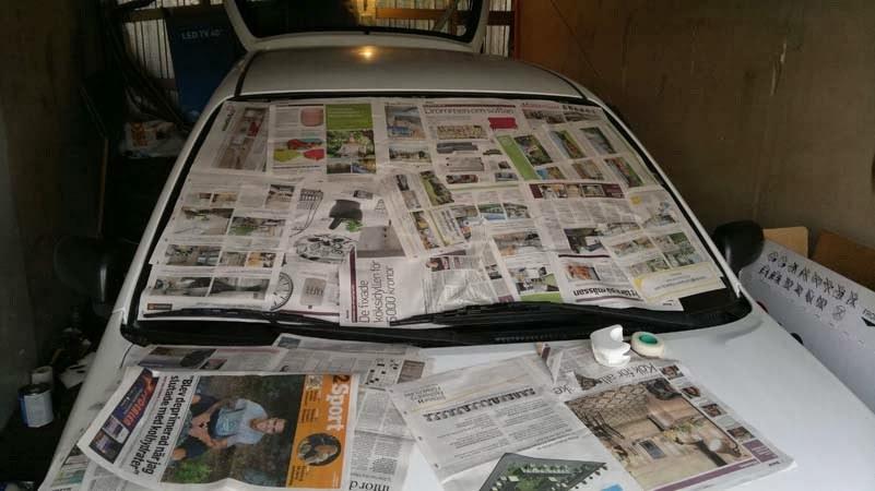 gazety na szybie samochodu /© Photogenica
