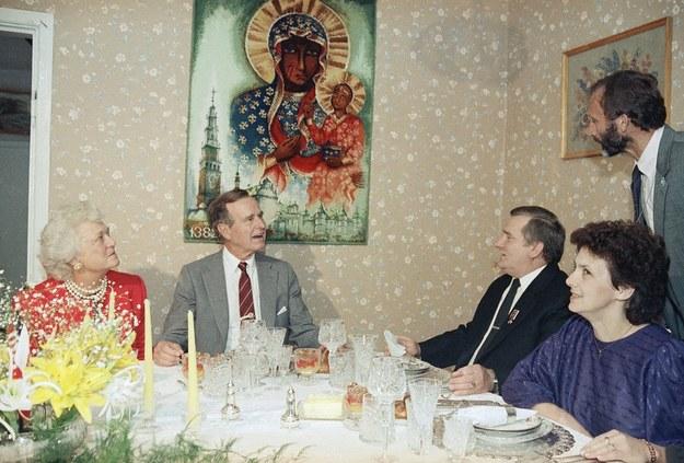 Gdańsk, 11.07.1989. Wizyta prezydenta USA George'a Busha w Polsce. Spotkanie w domu Lecha Wałęsy /AP Photo/Dennis Cook /East News