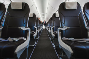 Gdańsk: Awantura na pokładzie samolotu. Pasażer przywiązany do fotela