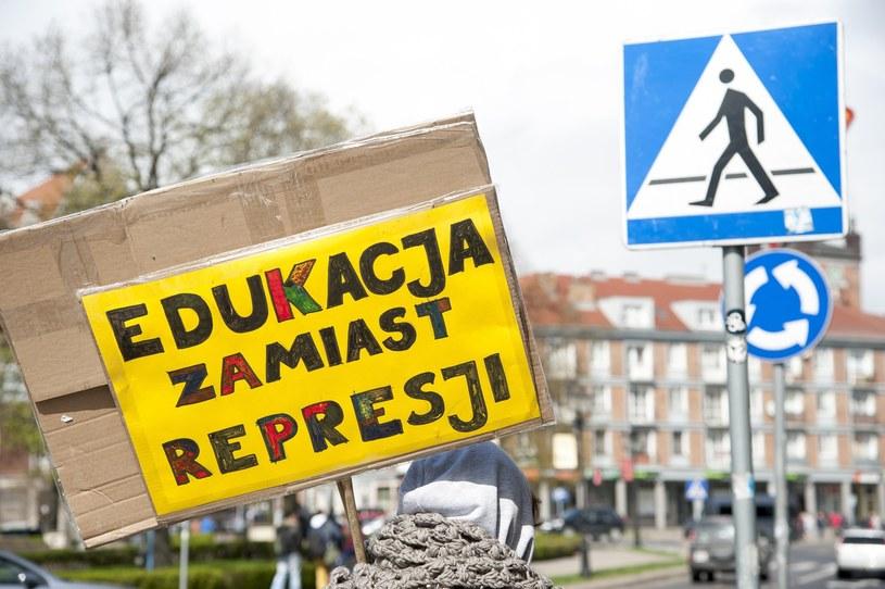 Gdańsk: Marsz sprzeciwu wobec zaostrzania ustawy o planowaniu rodziny, ochronie płodu ludzkiego i warunkach dopuszczalności przerywania ciąży /Wojciech Stróżyk /Reporter