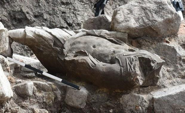 Gdańsk: Odkryto barokową rzeźbę mężczyzny w stroju rzymskim
